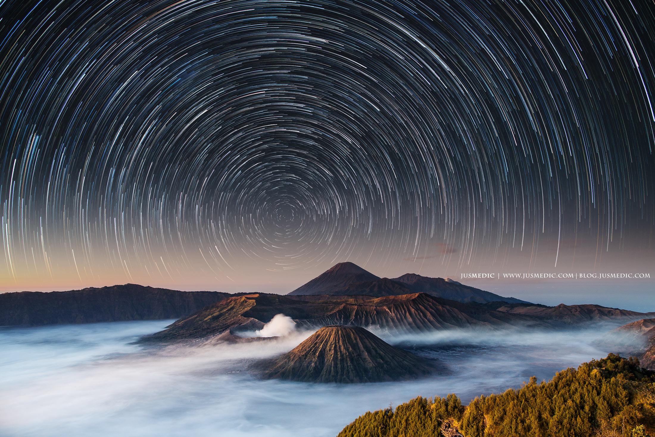 Mount Bromo moving stars - Jus Medic