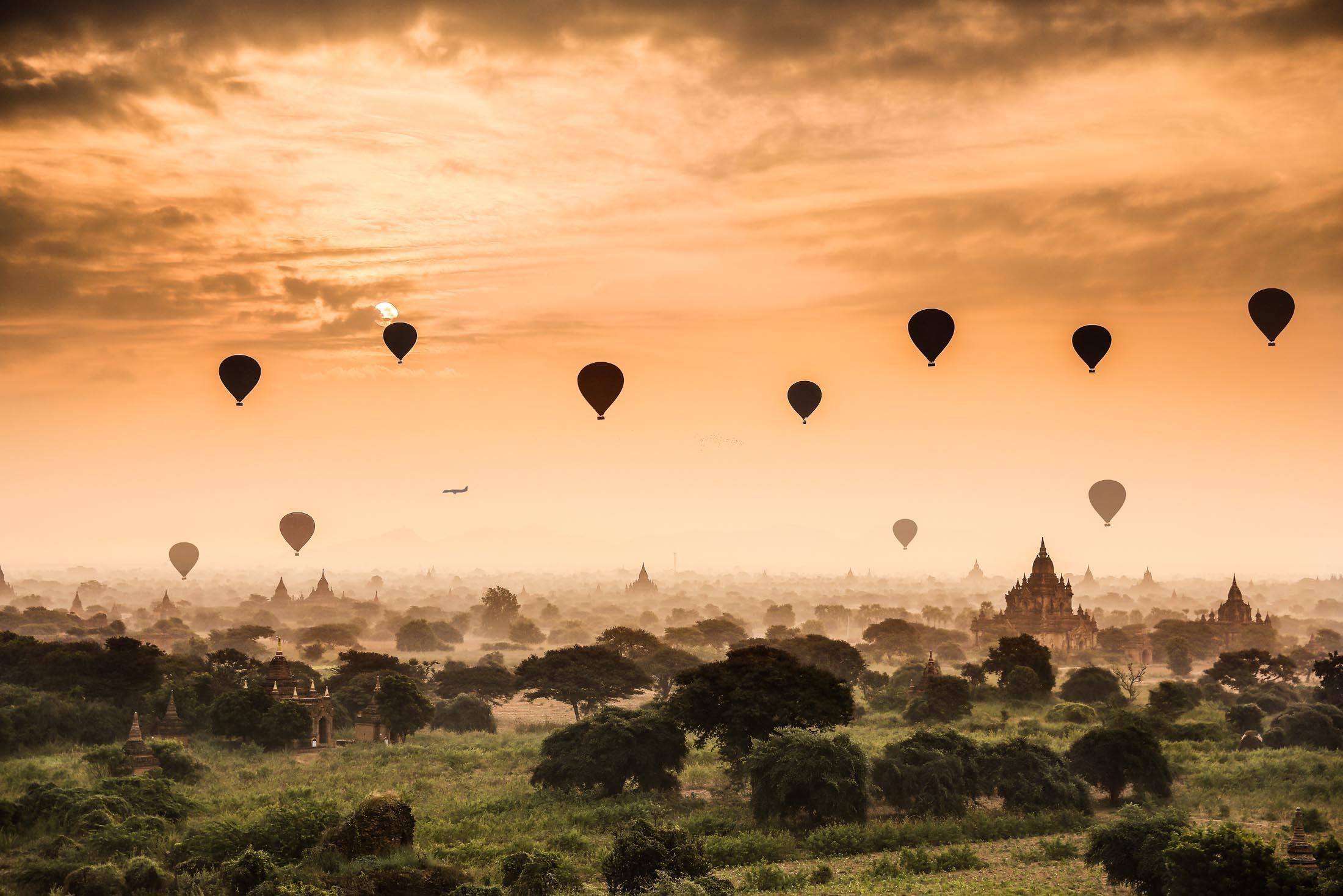 <p>Misty morning in Bagan, Myanmar</p>